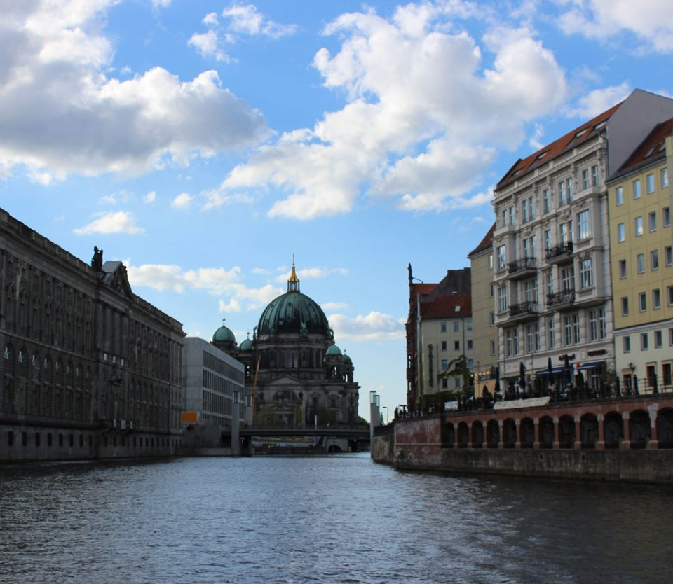 Blick vom Schiff auf Berliner Dom
