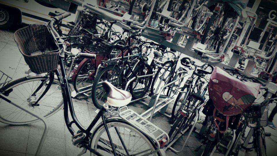 vor anderer Leute Fahrrad-parker