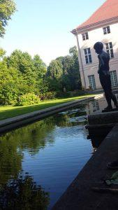 Park Schönhausen - Jungen Statue