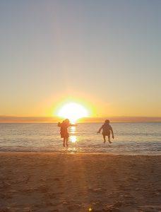es gibt nichts besseres als,als Kind am Strand